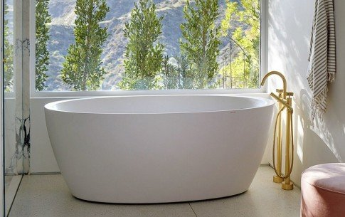 California usa aquatica sensuality wht freestanding aquastone bathtub (web)